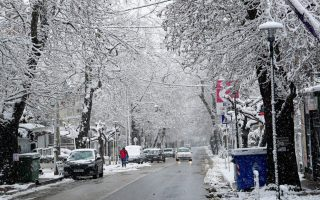 cold-front-brings-snowfall-to-greek-capital0