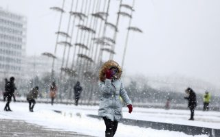 snowfall-in-thessaloniki-as-cold-snap-takes-hold0