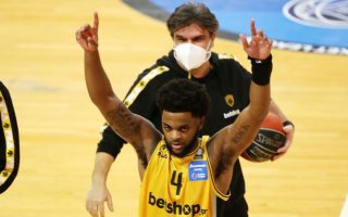 macon-does-it-again-for-aek-in-the-dying-seconds