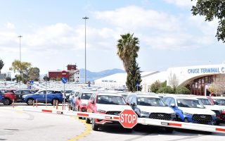 cruise-terminal-in-piraeus-taken-over-by-new-vehicles0