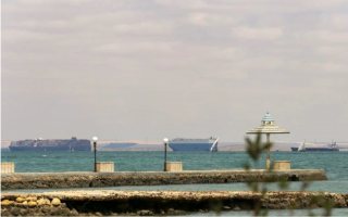 at-least-16-greek-owned-vessels-waiting-at-suez-canal
