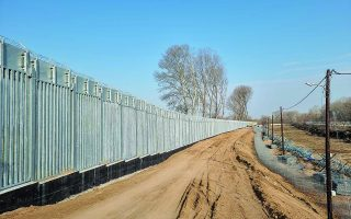 new-border-fence-construction-moving-along