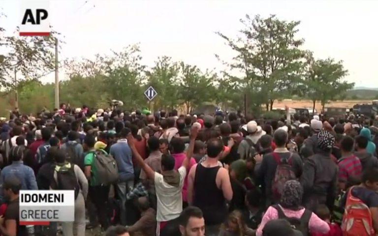 raw-migrants-police-scuffle-at-greece-border0