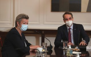 eu-commissioner-holds-migration-talks-with-greek-officials