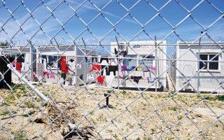 european-commission-deputy-visits-quarantine-facility-on-chios
