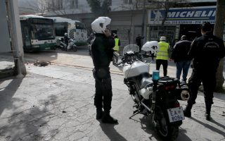 four-injured-after-police-chase-ends-in-car-crash-in-central-athens