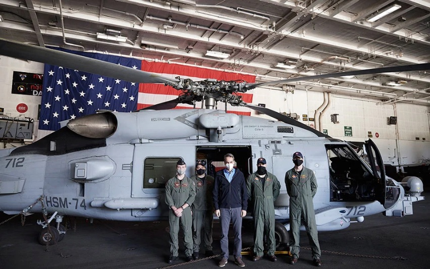 pm-welcomed-aboard-us-aircraft-carrier-eisenhower-in-crete3