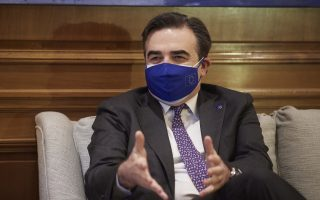 schinas-sees-vaccine-certificate-before-summer