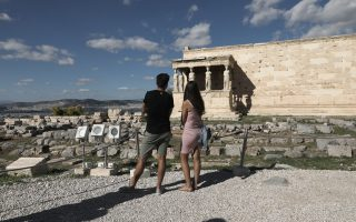 greece-to-welcome-vaccinated-and-covid-negative-tourists-from-may
