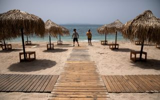 greece-lays-out-welcome-mat-for-tourists