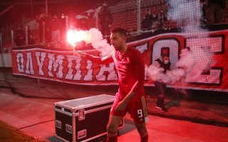 olympiakos-crowned-champion-beating-historic-archrival