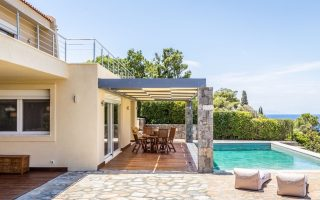 holiday-homes-on-attica-coastline-are-hot-properties-this-easter