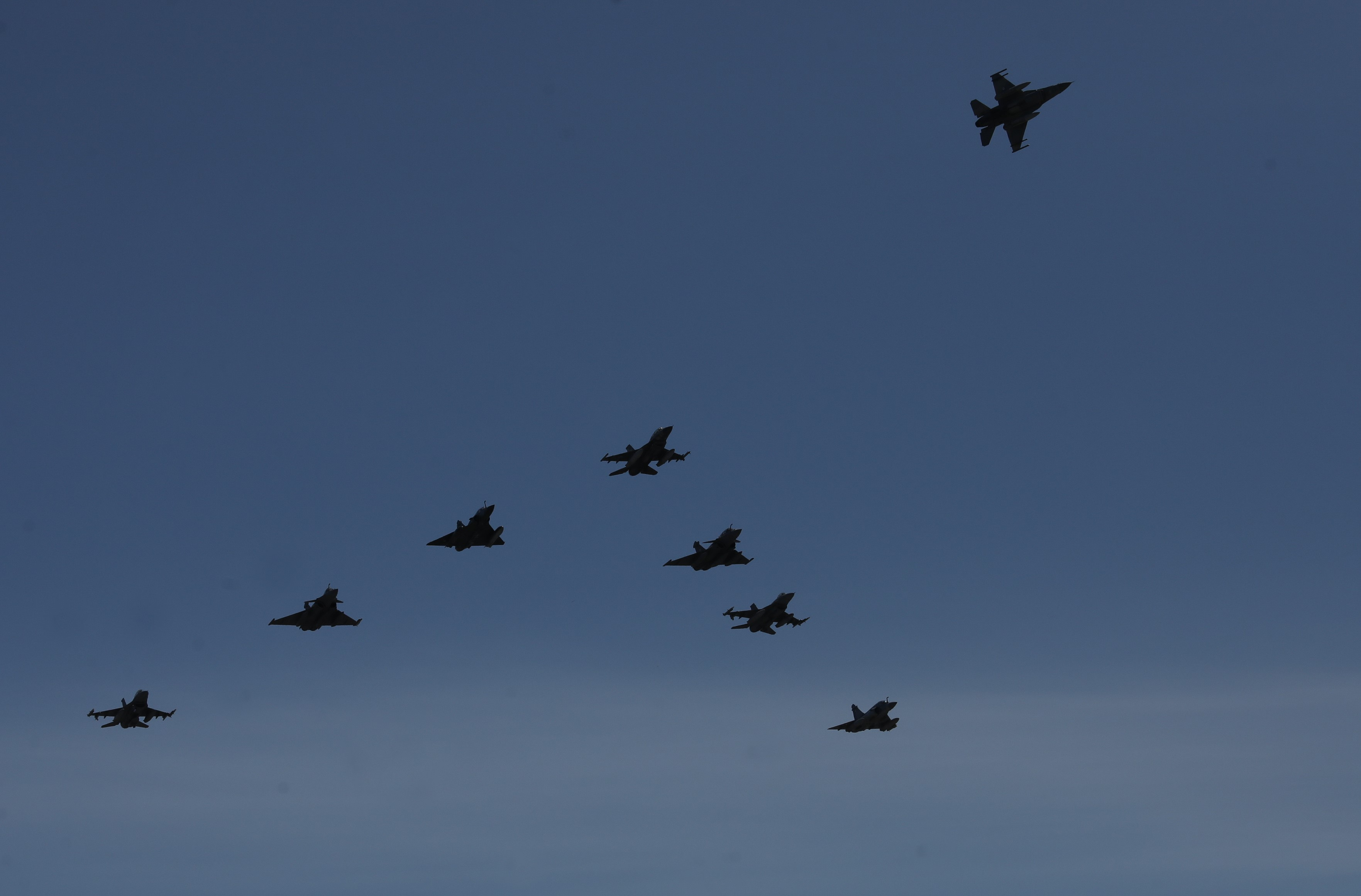 fighter-jets-soar-over-athens-as-part-of-iniochos-exercise3