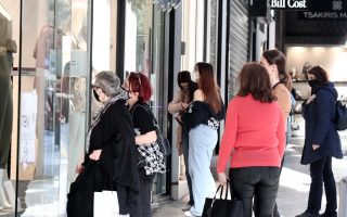easter-shopping-begins-in-athens-with-extended-hours