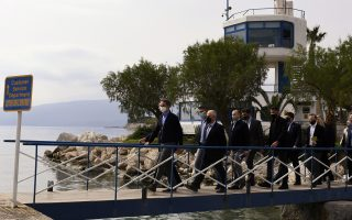 pm-visits-corinth-canal-to-check-progress-on-repairs