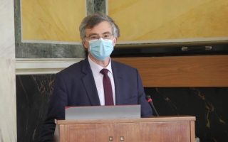 government-pandemic-advisor-says-risk-from-astrazeneca-vaccine-is-negligible