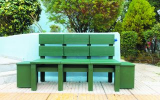 high-school-pupils-create-environmentally-friendly-bench