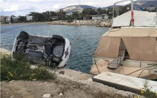 overturned-car-lands-half-a-meter-from-the-sea