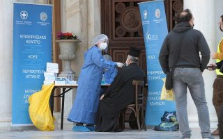 priests-queue-for-self-tests-in-athens-metropolitan-cathedral
