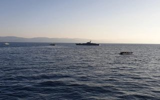 greek-coast-guard-units-harassed-during-migrant-patrol