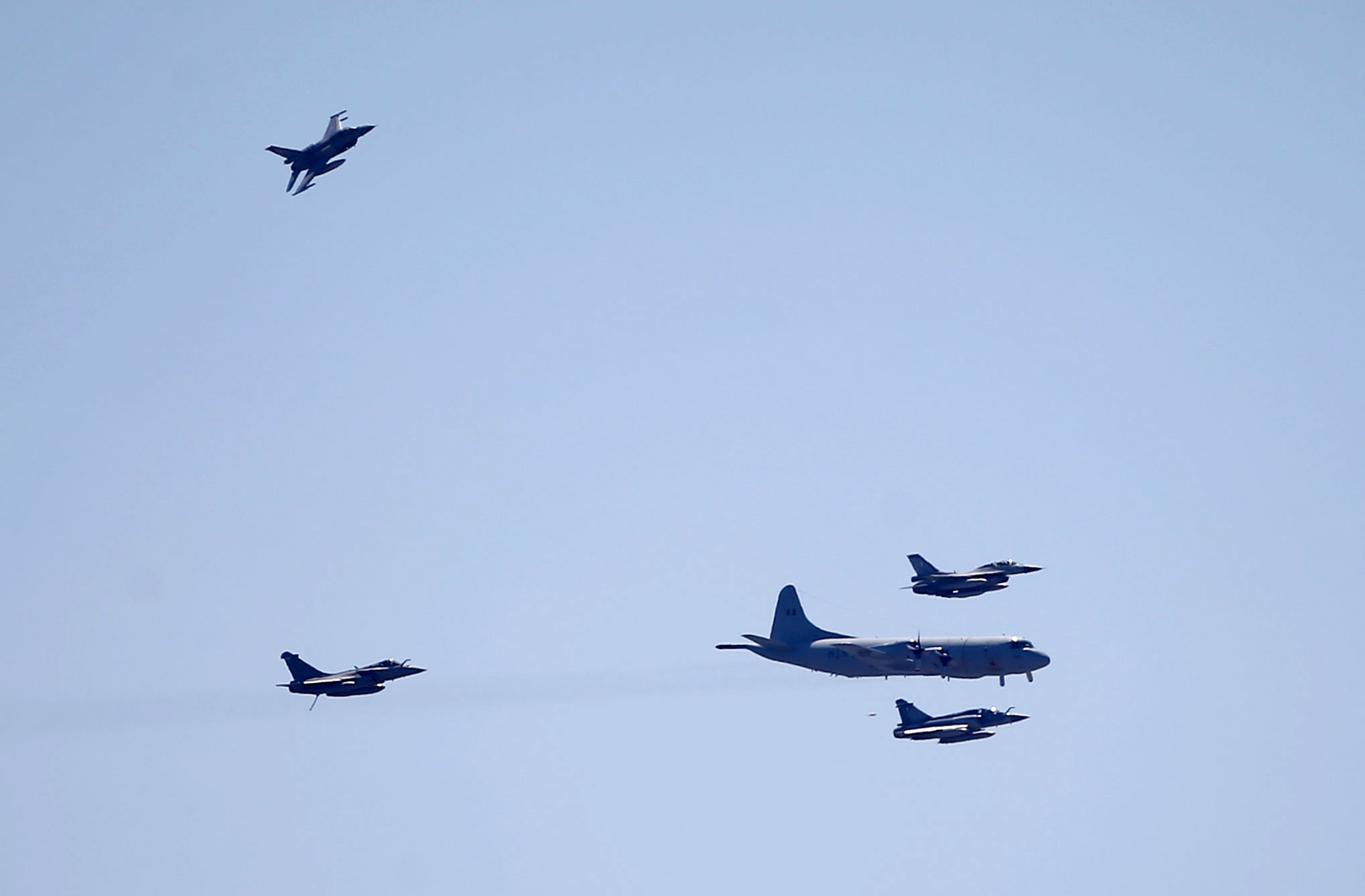 fighter-jets-soar-over-athens-as-part-of-iniochos-exercise5