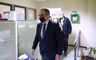 minister-urges-greeks-not-to-cancel-jab-appointments-over-astrazeneca-concerns
