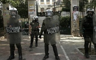 riot-units-get-schooled-by-french-security-police