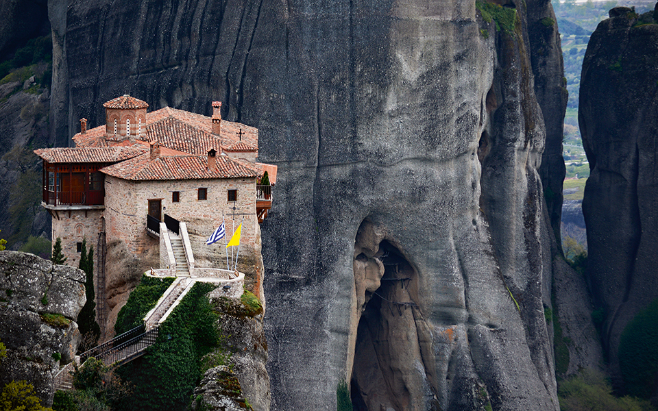 Extra train services to monastic center ahead of Greek Orthodox Easter | eKathimerini.com
