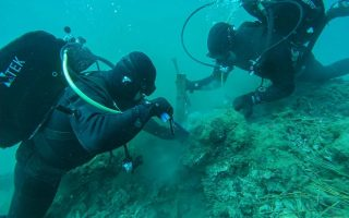 navy-special-forces-defuse-underwater-wwii-era-bomb