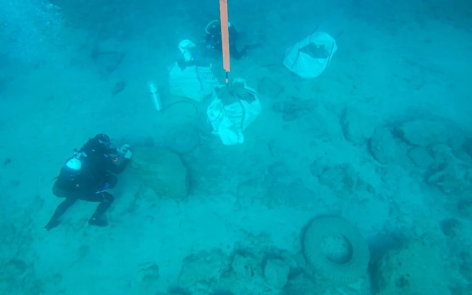 navy-special-forces-defuse-underwater-wwii-era-bomb1