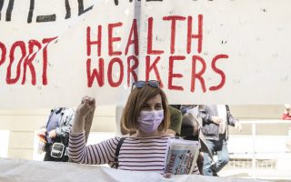 health-workers-stage-rally-in-athens