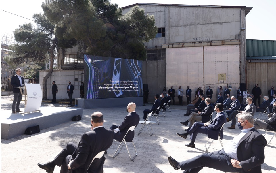 pm-unveils-plan-to-relocate-ministries-to-former-defense-factory-create-park1