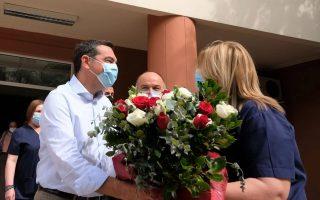 opposition-leader-visits-hospital-on-easter-sunday