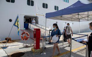 corfu-welcomes-first-cruise-ship-of-new-season