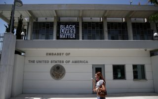 us-embassy-in-athens-raises-blm-banner
