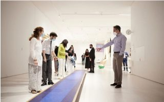 pm-visits-contemporary-art-museum-with-five-students
