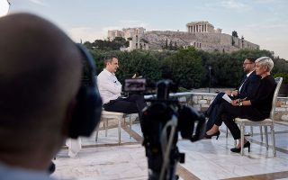 greece-expecting-twice-as-many-tourists-as-in-2020-pm-tells-bild