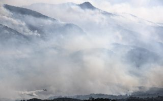 fire-west-of-athens-guts-homes-sends-smoke-over-acropolis