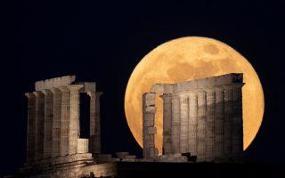 super-flower-moon-rises-over-temple-of-poseidon