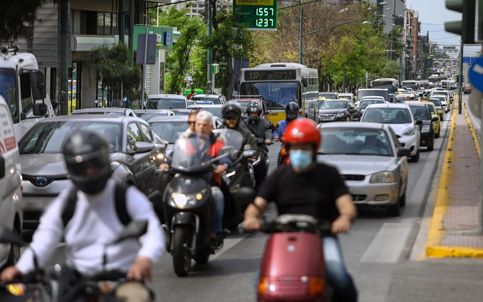 Athens traffic back with a vengeance after lockdown hiatus | eKathimerini.com