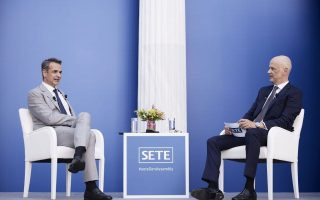 mitsotakis-optimistic-that-tourism-revenue-will-hit-target-this-year