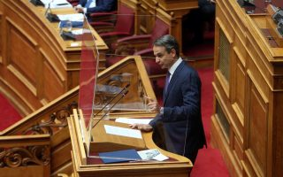 mitsotakis-defends-labor-bill-in-parliament-saying-it-protects-employees