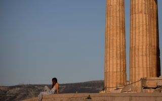 greek-officials-set-to-announce-timeline-for-lifting-covid-19-restrictions