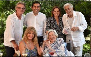 skiathos-offers-honorary-citizenship-to-hollywood-s-richard-romanus-anthea-sylbert