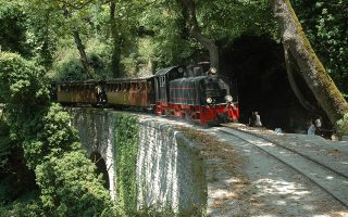 mount-pilio-heritage-train-blowing-its-whistle-again