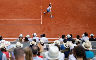 tsitsipas-breezes-into-french-open-quarter-finals