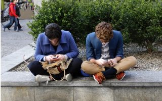 cost-of-cellphone-data-drops-90-in-six-years