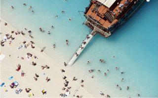 greek-tourism-walking-a-thin-line
