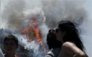 wildfire-forces-village-to-evacuate-in-evia-four-more-blazes-raging
