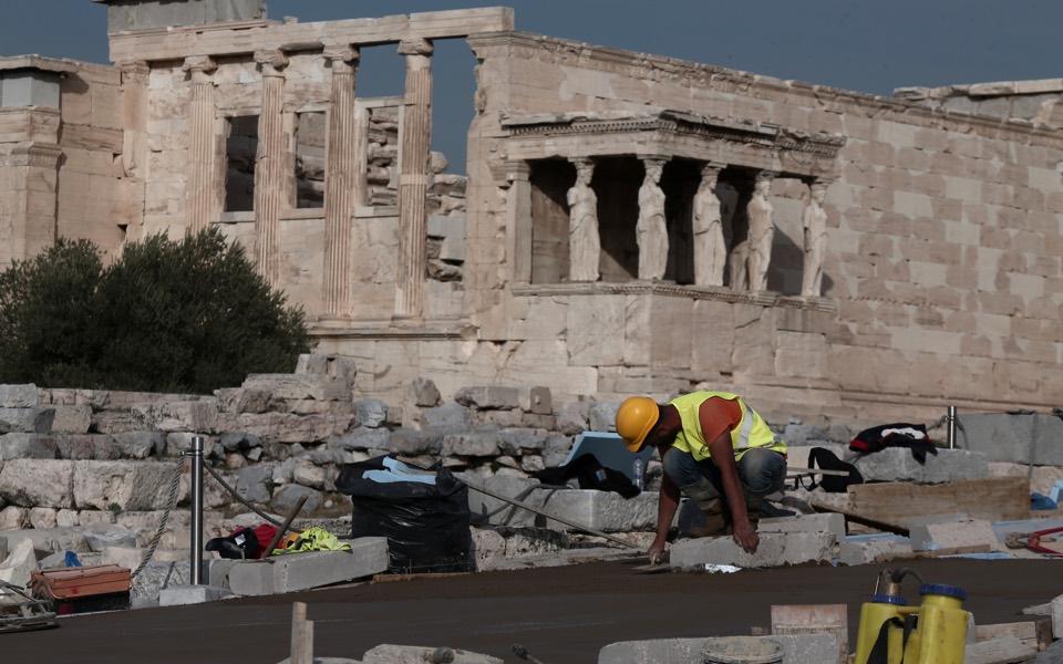 Plastic surgery fail on the Acropolis   eKathimerini.com